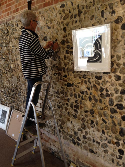 hanging-the-artworks-exhibition-2015-02