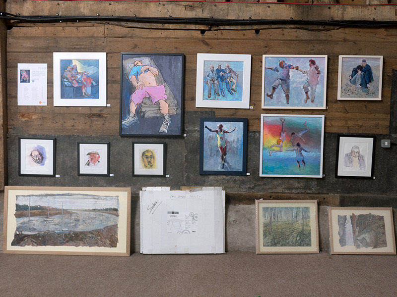 hanging-the-artworks-exhibition-2015-03